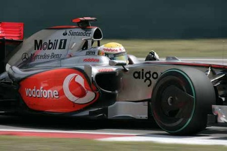 Hamilton el más rápido y Alonso muy atrás