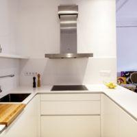 Puertas abiertas: una cocina conectada con otros ambientes