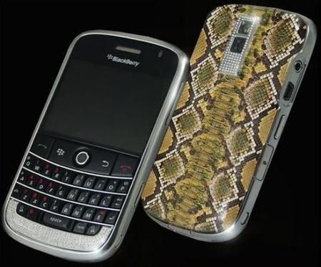 Blackberry Gold en python y diamantes. Regalo de lujo