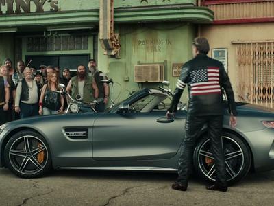 El Mercedes Benz AMG GT Roadster aparecerá en el Super Bowl... junto a unos motociclistas