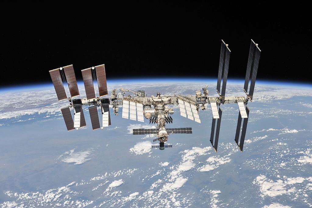 Una fuga de aire en la Estación Espacial Internacional ha confinado a toda la tripulación en un único módulo