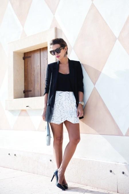Collage vintage falda mármol y blazer negro