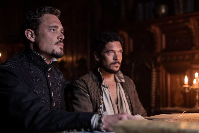 La primera temporada de 'La peste' era como 'El nombre de la rosa', la segunda es más 'Los intocables de Eliot Ness'