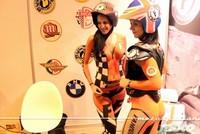 Las mujeres que conducen una moto, se sienten mucho más felices y sexys