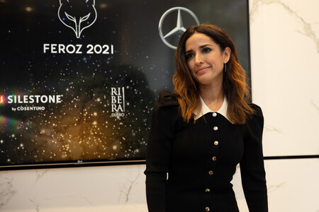 El vestido de Señorita Rottenmeier que ha hecho brillar a Inma Cuesta en la lectura de nominados de los Premios Feroz 2021