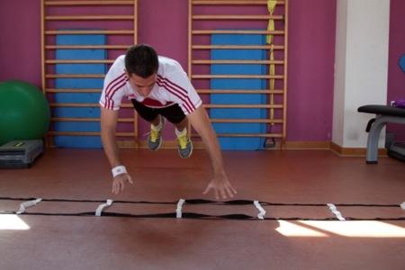 Flexiones pliométricas sobre escalera de coordinación
