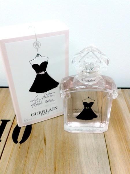 Le petit robe noir que olor tiene