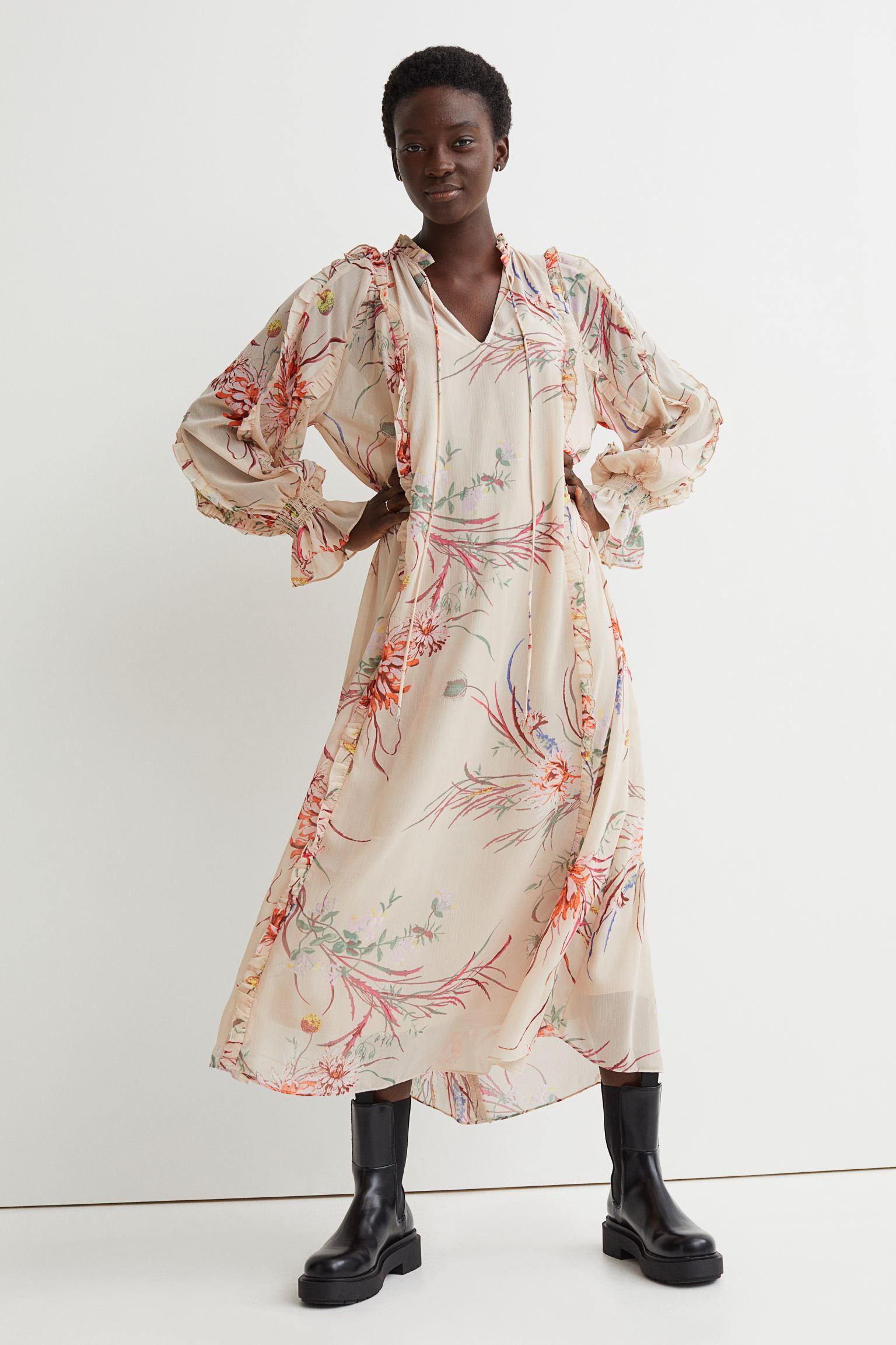 Romántico vestido crema con estampado de flores