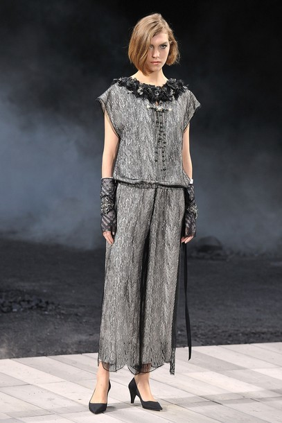 Foto de Chanel Otoño-Invierno 2011/2012 en la Semana de la Moda de París: el Apocalipsis de Karl Lagerfeld (2/17)