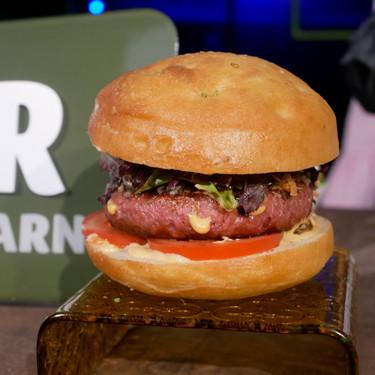 Probamos la nueva hamburguesa vegana de Lidl: igual de buena que la de Beyond Meat, pero a mitad de precio