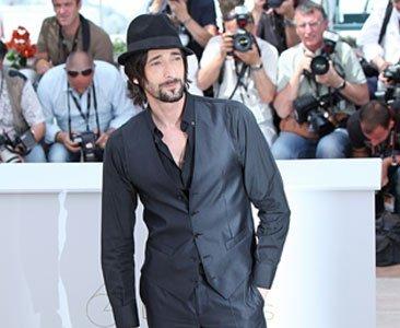 Adrien Brody con un total look black en el Festival de Cannes