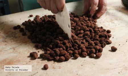 Separando los granos de café cubiertos agtc c m d a