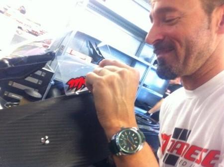 Max Biaggi prueba la Aprilia RSV4 en Portimao... y puede que en carrera