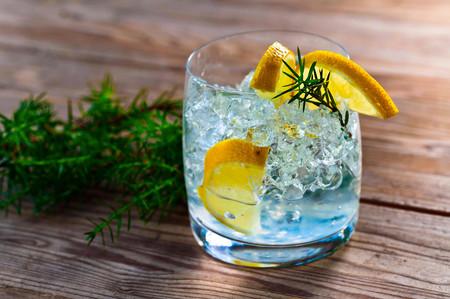 La ginebra sería benéfica para la salud ¿Mito, realidad o mercadotecnia?