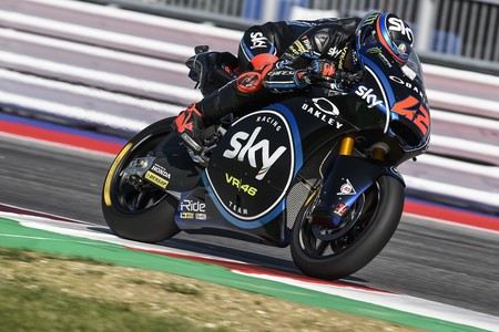 Pecco Bagnaia no da opción a Oliveira dominando la carrera de Moto2 de principio a fin