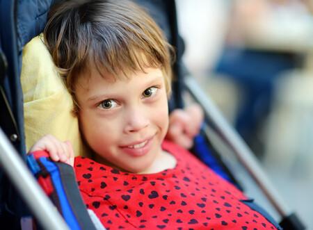 Síndrome de Rett: qué es y cómo se trata esta enfermedad rara que afecta el desarrollo cerebral de las niñas