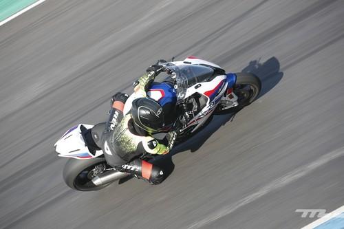 Siete consejos prácticos para entrar con tu moto en circuito por primera vez: aprendiendo sin agobios