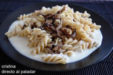 Fusilli con salsa al queso Idiazábal y shiitakes. Receta