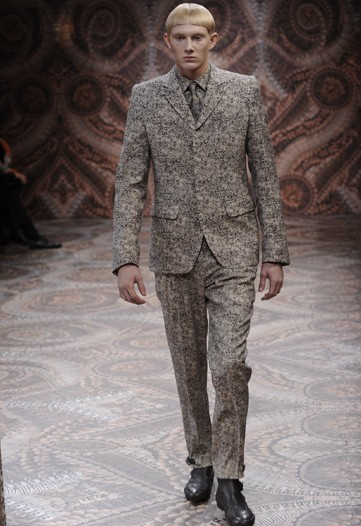 Foto de Alexander McQueen, Otoño-Invierno 2010/2011 en la Semana de la Moda de Milán (1/13)