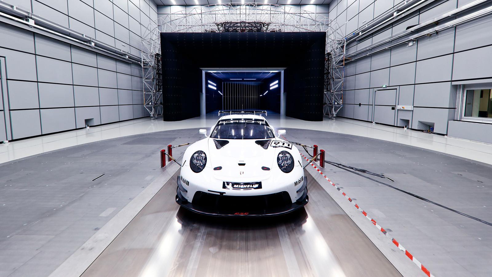 Foto de Porsche 911 RSR GTE 2019 (23/41)