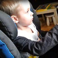 Este niño se llama Alex, tiene 3 años y si te picas con él te dará una paliza