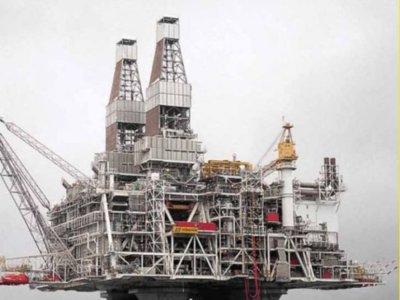 Esta es la plataforma petrolífera en alta mar más pesada jamás construida