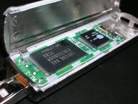 Las entrañas de una memoria USB.