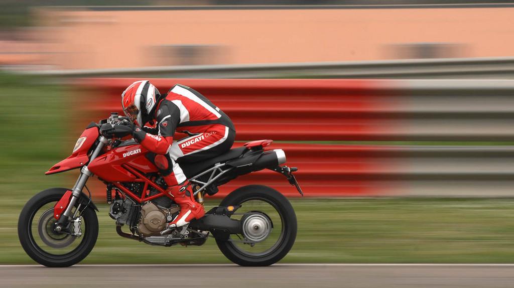 Foto de Ducati Hypermotard (25/27)