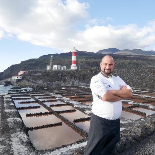 Un restaurante al pie de un volcán, en la última salina de La Palma, para disfrutar a tope de la gastronomía canaria
