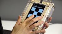 """Microsoft quiere que """"sientas"""" el teclado y texturas en la pantalla táctil de tu teléfono"""