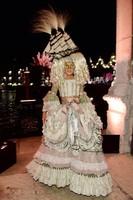 Cucú, ¿quién soy? Nos vamos de fiesta de máscaras venecianas con Dolce&Gabbana