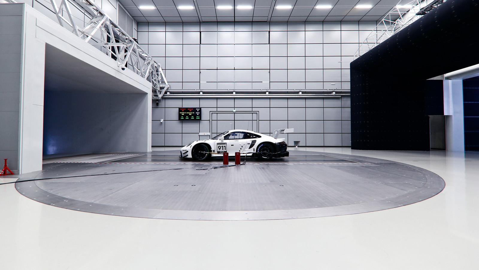 Foto de Porsche 911 RSR GTE 2019 (40/41)