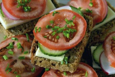 Seis snacks con pocas calorías y mucha fibra, para quienes buscan perder peso