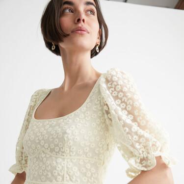 Los vestidos más románticos de &Other Stories están en rebajas y son así de especiales