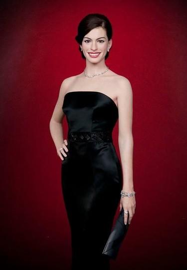 Vaya venganza la mirada de la figura de cera de Anne Hathaway