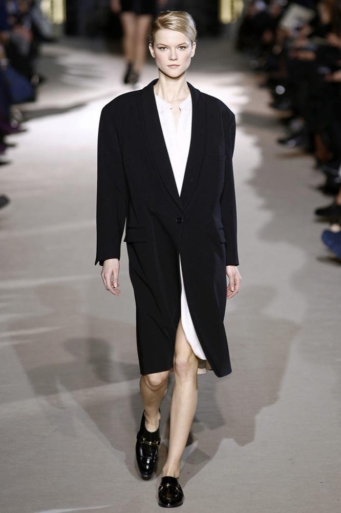 Foto de Stella McCartney Otoño-Invierno 2011/2012 en la Semana de la Moda de París:  (18/25)