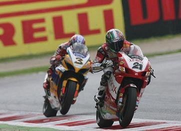 Ducati pide ayuda a Bayliss y Biaggi