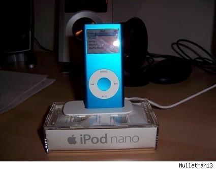 Otro dock casero para el iPod, hecho con su propia caja
