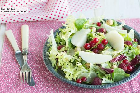 Ensalada de pera y avellanas, receta saludable y ligera