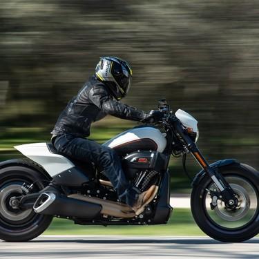 Probamos la Harley-Davidson FXDR 114: una descomunal moto con alma dragster y sed de miradas