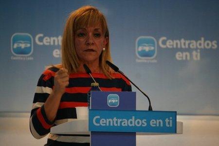 Una dirigente del PP con doce cargos llama piratas a los medios digitales