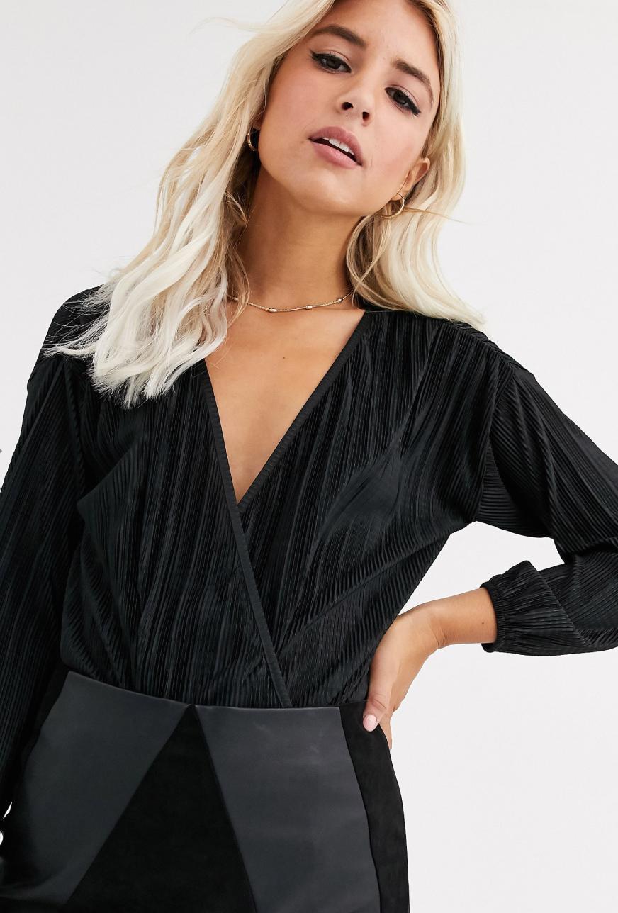 Body plisado de manga larga con diseño cruzado en negro de New Look