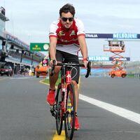 Fernando Alonso ha sido atropellado mientras entrenaba en bicicleta en Suiza y está en el hospital