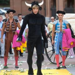 Foto 2 de 11 de la galería sacha-baron-cohen-aterriza-en-madrid-vestido-de-toro en Poprosa
