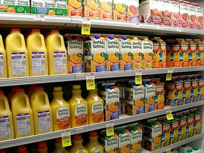 Los zumos de fruta son tan poco saludables como los refrescos