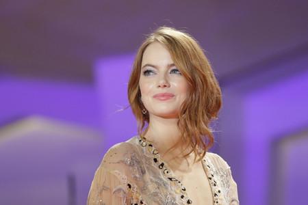 Tenemos todos los secretos del (maravilloso) falso bob y maquillaje de Emma Stone en el Festival de Venecia 2018