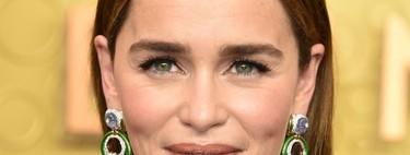 Emilia Clarke arrasa con un escote de infarto en la alfombra morada de los Premios Emmy 2019