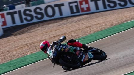 Scott Deroue gana en Portimao para aplazar el título de Manu González en Supersport 300