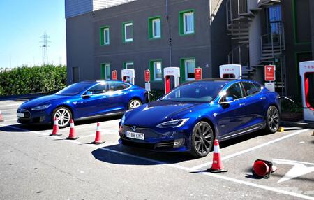 Tesla Model S Cargando