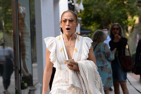 Tres vestidos largos de flores de rebajas inspirados en el último look de Jennifer Lopez